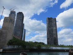 レイクポイントタワー (1968年竣工) 右側のビル  これもコンドミニアム   196m  70階建て 設計者シッポーレイットは このビル完成時  29歳という若さだったとか・・・