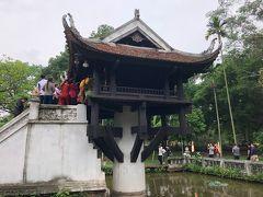 一柱寺。子供がなかなかできなかった王様が、蓮の上で子供を抱いた観音菩薩を夢に見て、その後、待望の子供を授かったので、感謝の気持ちで建立したのがこのお寺だそうだ。確かに、池に咲く蓮の花のイメージですね。