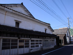 近くには、明治15年に建てられたという商家の建物が。 白漆喰の壁が、往時の繁栄を物語っていた。