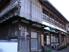 そして見つけたのが、旧若松家住宅。 国の重要文化財だそうだ。 若松家は、筑前の名門秋月氏の家臣で、豊臣秀吉の九州征伐の時に秋月氏が日向高鍋に入封された時に移って来た武士の家柄。 若松氏が活躍したのは、江戸末期から昭和初期までらしい この住宅も、大正8年に建てられたものだそうだ。