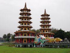 そして、一番有名な「龍虎塔」。  龍の口から入って、虎の口から出るといいそうです♪  ここで日本人観光客に出会えます。