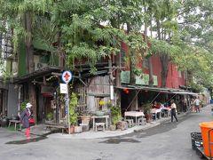 「高雄駅」で降りて、北側の出口(後出口)からすぐのところにある食堂へ。