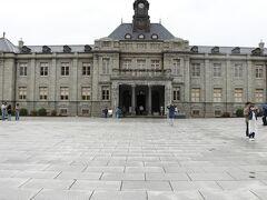 お次は文翔館に来ました。レンガ造りの建物で、 大正時代に立てられたもののようです。 旧県庁として使用されていました。