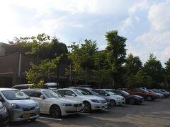 上信越道碓氷軽井沢ICから12.6km、17分。 本日の宿、ホテルハーヴェスト旧軽井沢に到着。駐車場はほぼ満車。隅っこに停める。