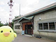 ドライブします。 東川町内、ウェンズディ カフェです。 東川の道の駅から大雪山方面に5キロぐらい向かったところにある