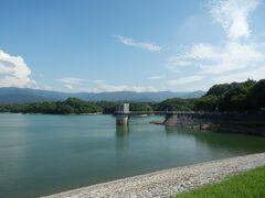 箸蔵山を後にし香川県に入る.GWに中途になっていた香川県である. まずはまんのう町の満濃池から. 日本最大の灌漑用のため池. かの空海も改修工事に携わっていたとか.