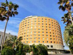 -----TDRの旅 2日目 スタート!-----  今回はTDR 3Daysとは言ったものの、パークに行くのは初日と3日目だけ。2日目の今日はゆっくりとホテルステイやショッピングを楽しむことにします。  そして今回選んだホテルは、TDRオフィシャルホテルの「東京ベイ舞浜ホテル」 理由は ①まだ泊まったことがなかったから (残るはココとお隣のクラブリゾートのみ!) ②特別階のハースフロアの客室がお得に予約出来たから (特別な朝食やスパなどの様々な特典付き!)  さて、どんなホテルでしょう♪楽しみです。