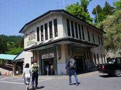 ●坂本ケーブル坂本駅  前回は歩いて上がりましたが(笑)、今回は、ケーブルで上がってみます。