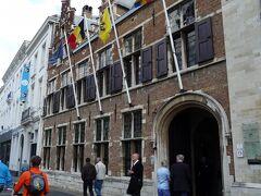ブルージュから東へ90km、ベルギー第2の都市アントワープに到着しました。通りに面してルーベンスの家がありました。