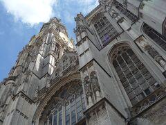 ノートルダム大聖堂  フランドル地方で最も大きなゴシック建築の大聖堂で、鐘楼は「ベルギーとフランスの鐘楼群」の一つとして世界遺産に指定されています。