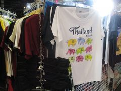 プラトゥーナムのパラディアム・ワールド・ショッピングビルを囲むように、 洋服関連の夜店が並んでいます。 かなりお買い得な価格ですね。