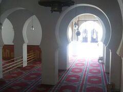 こちらはカラウィンモスク  中の様子は覗えません。