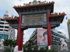 ワットトライミットのすぐそばにある中華門。 ここから中華街という目印になります。