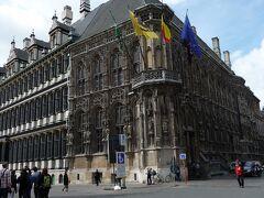 ゲントの市庁舎  ゲントは中世以来がらブルージュのライバルで、羊毛産業を中心に栄えました。