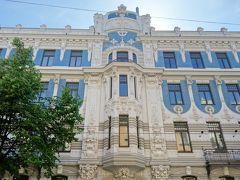 エリザべテス通りを真っ直ぐ突き進むと出てきました、 リガのアールヌーヴォー建築の旗手 ミハイル・エイゼンシュテインの建築だそうです。  建築家の事はガイド本で知りましたが、 ユダヤ系ロシア人と言う事で何故か身近に感じます。