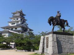 今治城は戦国時代から江戸時代の武将、藤堂高虎が作った城です。  藤堂高虎と言っても知ってる人は歴史好きくらいの人でしょうけど、豊臣秀吉の子飼いから大名になった人で石田三成とは全く逆に生き方をした人です。