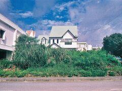 今宵の宿は5回目となる南城市奥武島のゲストハウスりゅうかくです。おや?借景が整っているようですね♪