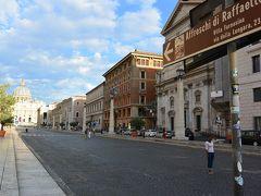 サン・ピエトロ大聖堂に続くコンチリアツィオーネ通り。  朝7時なので、まだ人が少なく静かでした。