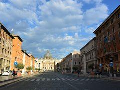 サン・ピエトロ大聖堂に続くコンチリアツィオーネ通りをぶらぶら。