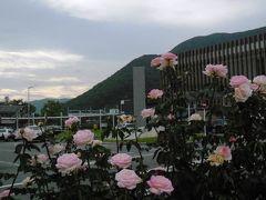 石和温泉駅。いつのまにか建て替え、橋上駅舎になっていた。