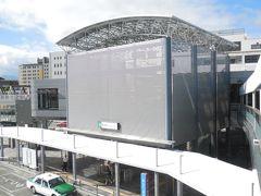 列車で甲府駅まで移動。 甲府駅も建て替えられ、特に北口(武田神社への方角)が発展していた。