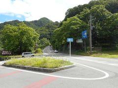 昇仙峡グリーンラインはいつのまにか無料になっていた。 昇仙峡は、渓谷伝いに一方通行の道路があり、さらにその上を、元有料道路(グリーンライン)が通っており、グリーンラインからも谷の眺望が楽しめる。