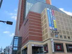 三軒茶屋に戻って来ました。キャロットタワーの26階にある無料の展望ロビーに行っとくべきだったなー。