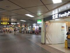 中山駅は広くて綺麗。 地下街で台北駅と繋がっていたりと散策するには面白い駅。 電車に乗って、目的地へ向かいます!