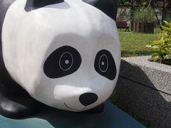 終着地である動物園駅に到着! この日も友人が一緒に遊んでくれるということで、動物園駅で合流。 大きな動物園がありパンダもいるそう。ということで早速パンダのオブジェに遭遇しました。笑 パンダも見たいところですが私たちの目的地はここではないのです!