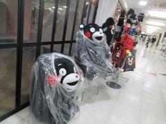 2階の通路にはくまモンが待っていました。 熊本に来たな!感が高まります。