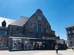デュッセルドルフで見るところがなくなったので、アーヘンに行ってみる。  デュッセルドルフから快速電車で1時間半弱。片道23ユーロ。  後で気づいたけど、ノルトラインヴェストファーレン州の乗り放題チケット(30ユーロもしない)にすればよかった。損した。