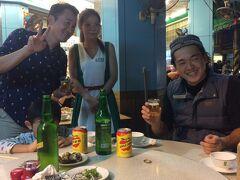 ウニチャーハンがおいしいという、海味澎湖平價活海鮮へ。おいしかった。バドガール的なお姉さんいました。