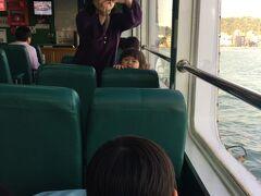 フェリーに乗って西子湾へ。