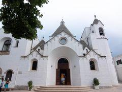 モンティ地区の端にはトゥルッロの教会があります。 中は素朴な雰囲気でした。