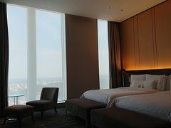 17:20 ウェスティンホテル仙台  楽天生命パークからタクシーでホテルへ向かいました。 チェックインして36階の部屋へ。  眺めの良い素敵なお部屋でした。