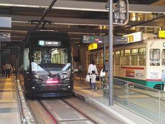 んで、富山地方鉄道に乗って……🚃💨     あっという間に富山駅に到着ぅ🎵     富山地方鉄道でも爆睡していたオキャマ……😪💣💤     爆睡さえすれば目覚めたら目的他……どこでもドア感覚でとっても便利ですわ🎵