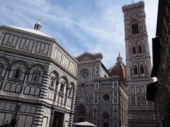 フィレンツェと言えばここに来るのはマストです。 サン・ジョヴァンニ洗礼堂 サンタ・マリア・デル・フィオーレ大聖堂 ジョットの鐘楼 が見られます。