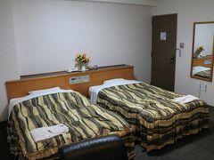 初日は遅いので、空港リムジンバスJR松山駅前降りてすぐの「ターミナルホテル」に泊まります。