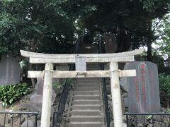 東十条駅からスタート。まず、駅の近くにある富士神社。 都内にある「富士山」の中では、立派で本格的。