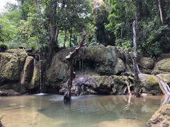 なんと、雨不足で滝が枯れてしまってます。 まあ、滝といっても落差2m程度ですが、、、、