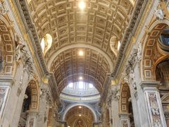 とりあえず人の波に乗って聖堂内へ。  うわぁ、天井すごぉ~い!
