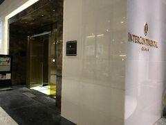 たこ焼きを食べた後は、早速ホテルへ。 ホテルは、大阪駅直結に直結するグランフロント大阪北館にあります。 1階にある入口。中に入ると、とても良い香りがしました。