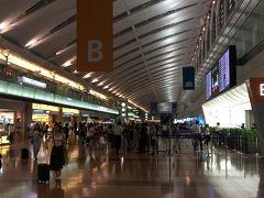 金曜日の仕事終了後、一旦自宅に寄ってから羽田空港国内線に向かいます まずはANAで那覇まで