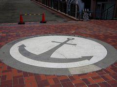 YOKOSUKA軍港めぐり受付前にあった大きな錨のマーク  軍港めぐりは10時~15時まで、1時間おきに出てます。(10時便は期間限定)