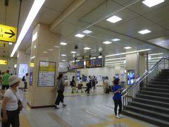 さて、京都駅朝9時過ぎ。 まだこの時間は人も多くないようです。