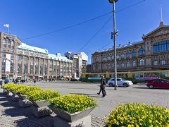 ヘルシンキ中央駅の南口正面にあるトラムの駅(rautatieasema)より7番線に乗ってフェリーターミナル(西ターミナルT2)に向かいます。