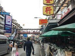 【ワロロット市場】~実際 ホテルから一本道です