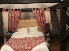 泊まったホテルです。  Auberge Du Rempart オーベルジュ デュ ランパート  ピジョンハウスという部屋です。  92ユーロです。 他に税が10%   朝食は一人9ユーロ