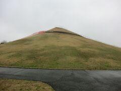 11:22 永田公園に着きました。  ん?あれは何だ。 公園のシンボル‥「よしかわ富士」だそうです。