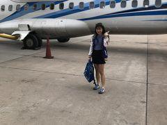 09:35 76人乗りの小さな飛行機に乗りますよ。